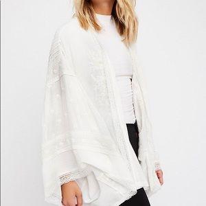 Free People • Embroidered white kimono